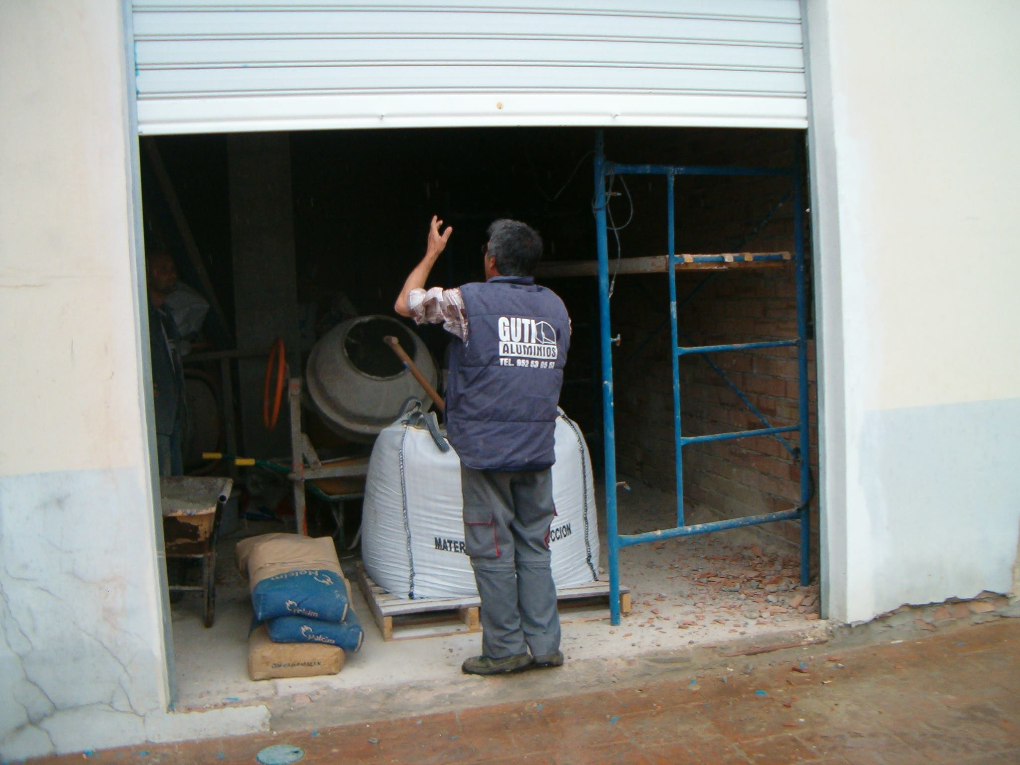 Puerta enrollable para garaje instalada en malaga - Puertas de garaje malaga ...