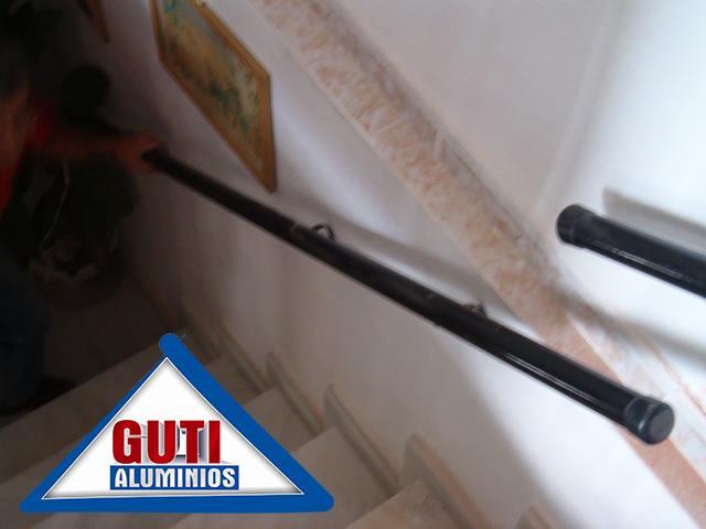Pasamanos de tubos redondos de hierro aluminios guti s c a for Tubos de hierro rectangulares